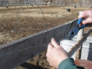 Twists - the WORST way to splice or link electric horse fencing.